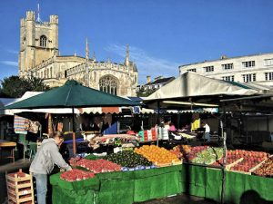 The market where Ken and I went on Saturdays. Cambridge University Church in the background. (Photo Wikipedia, Andrew Dunn)