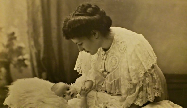 Tante Gerda in the negligée her husband Axel bought, probably at Le Printemps when they lived in Argenteuil over the winter 1906 - 07. Arne as a newborn baby.