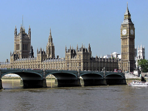 Houses of Parliament seen across Westminster Bridge (Photo Wikipedia, Adrian Pingstone)