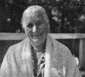 Great grandma Lovisa, her wonderful smile and the shawl !!! The shawl that I wore at one evening gown dance at the Academic Union over my self-made evening dress around 1957.