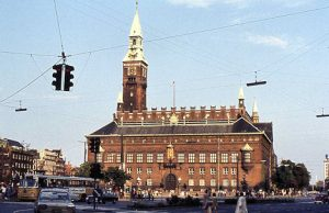 Rådhuspladsen and Rådhuset (the City Hall) at the beginning of Vesterbrogade