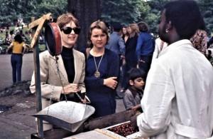 Kajsa and Siv buying cherries on the way to Bethesda Fountain