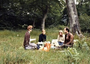 We are picnicking with Kajsa and Kerstin in the Forêt de Fontainebleau.