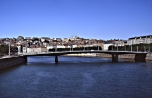 A walking bridge that crosses the Saône